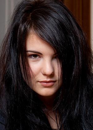 Danni Anastasia Pierce Look Brunette Sn Sex HD Pics